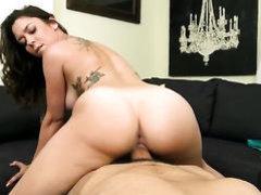 Scarlett Sawyer gets her pussy cumshot!