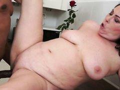 Mature with juicy knockers does her