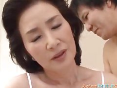 Mom Asian Woman Licked And Fingered By Young Guy On The Bed