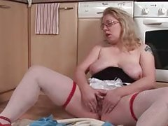 Climax long for mature blonde blowing a sextoy on floor